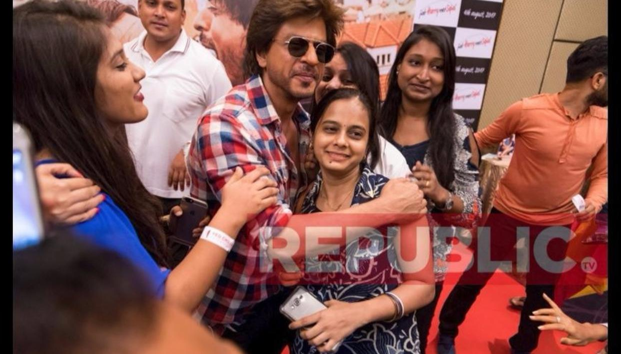 SRK with his fans!
