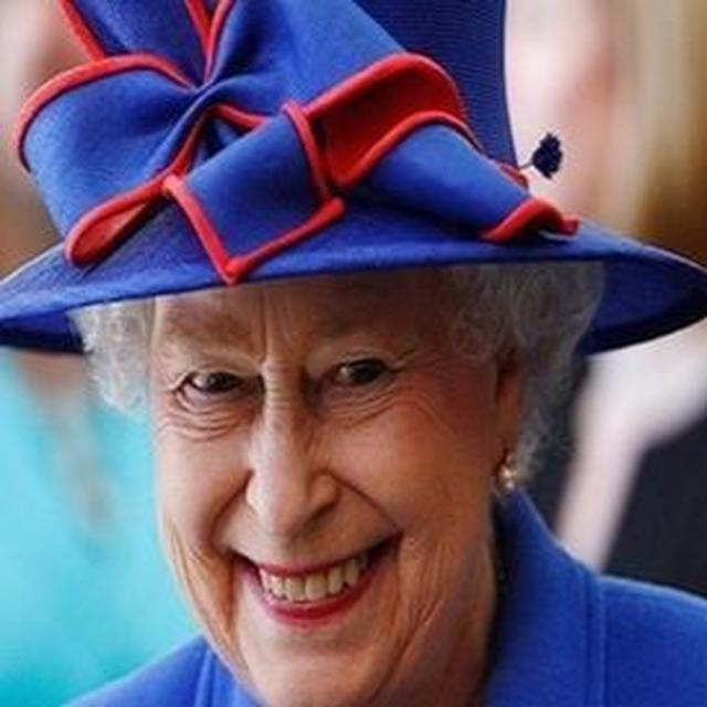 QUEEN HONOURS INDIAN WOMEN!